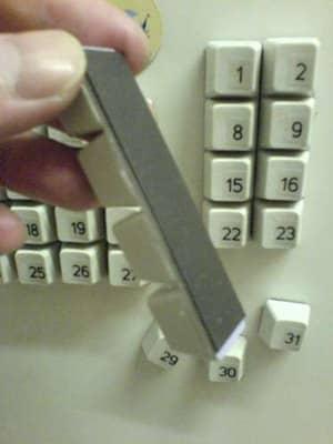 Делаем календарь бесплатно из старой клавиатуры