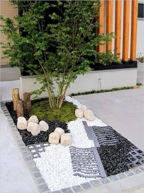 Камень в оформлении двора
