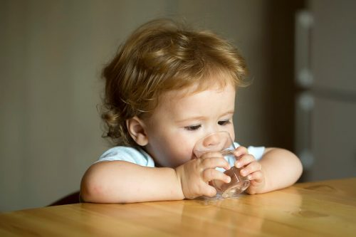 Польза воды для ребенка