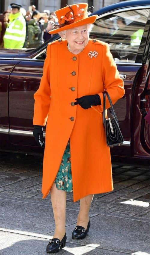 Стильное яркое пальто