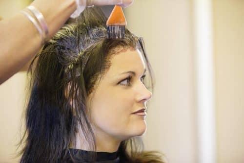 Прокрашивание корней волос