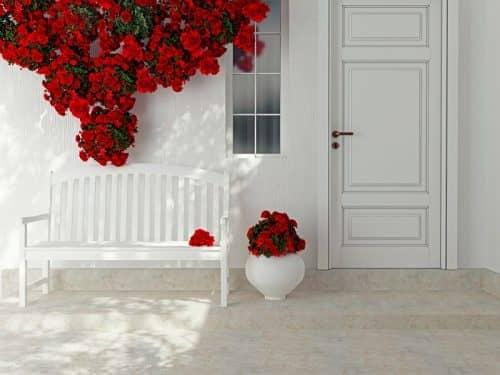 Украшение фасада цветами