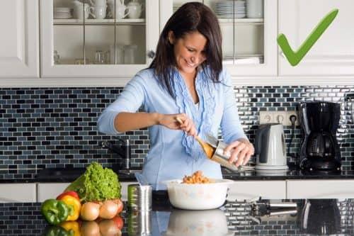 Мыть ли фрукты и овощи с несъедобной кожурой