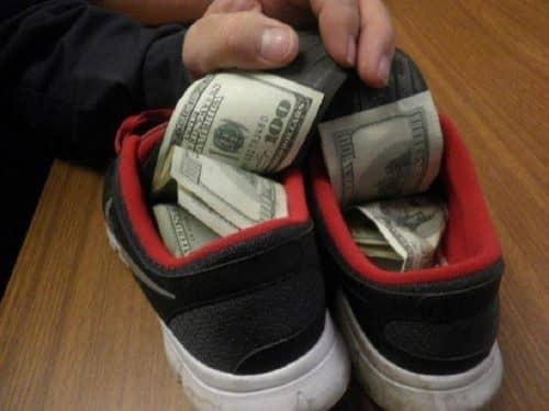 Тайник в обуви
