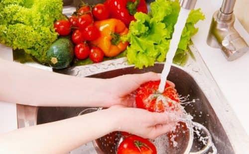 Какие продукты можно мыть, а какие нельзя?