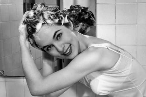 Шампунь при мытье головы