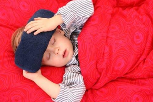 Как отвлечь ребенка при температуре